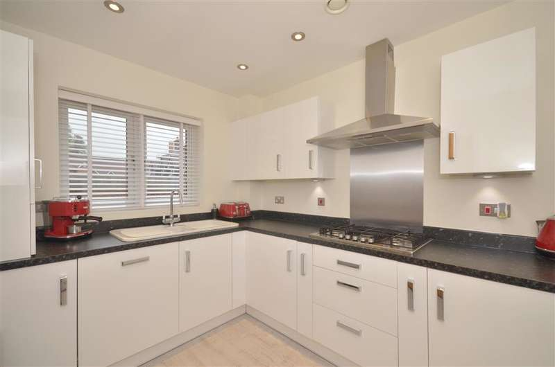 3 Bedrooms Semi Detached House for sale in Malthouse Way, Horndean, Hampshire