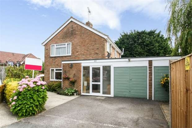 3 Bedrooms Detached House for sale in Highview Road, Eastergate, Chichester, West Sussex