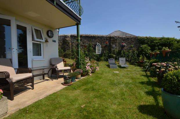 3 Bedrooms Maisonette Flat for sale in Dymond Court, Kingdom Place, Saltash, Cornwall