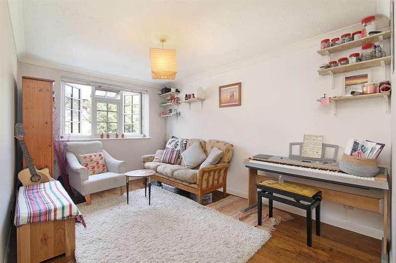 1 Bedroom Flat for sale in Gables Close , Camberwell, SE5 7QF