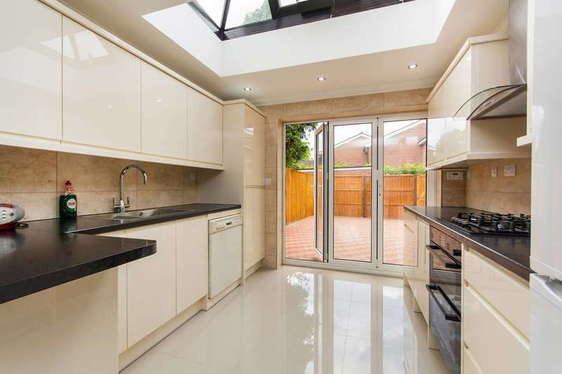 3 Bedrooms House for sale in Chivalry Road, Between the Commons, SW11