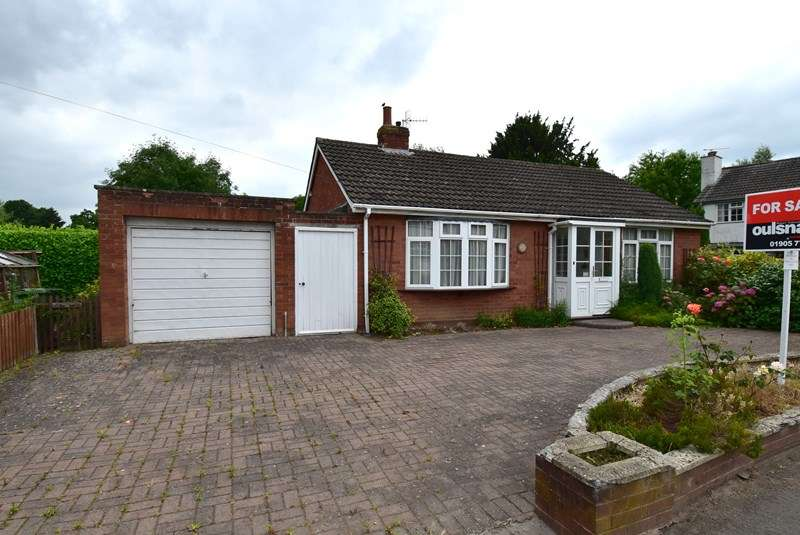 2 Bedrooms Detached Bungalow for sale in Dilmore Lane, Fernhill Heath, Worcester