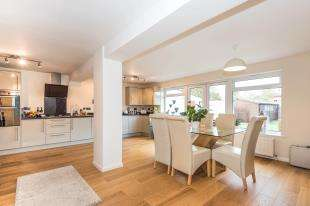 4 Bedrooms Detached House for sale in Kings Mead, Smallfield, Horley, Surrey