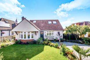 4 Bedrooms Detached House for sale in Lustrells Crescent, Saltdean, Brighton, East Sussex