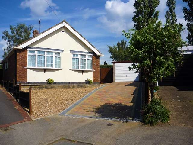2 Bedrooms Detached Bungalow for sale in 36, Fairestone Avenue, Glenfield, Leicestershire, LE3