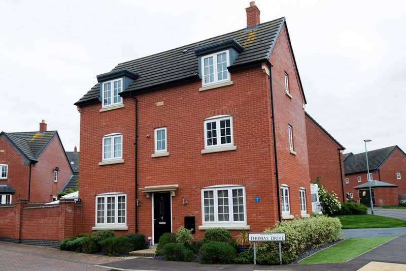 4 Bedrooms Detached House for sale in Thomas Drive, Leicester, Leicestershire, LE8