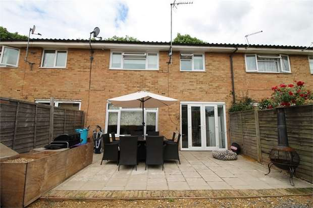 3 Bedrooms Terraced House for sale in Winters Way, Waltham Abbey, Essex