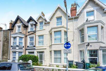 4 Bedrooms Terraced House for sale in Clifton Road, Llandudno, Conwy, LL30