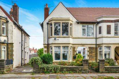 2 Bedrooms Flat for sale in Albert Road, Morecambe, Lancashire, United Kingdom, LA4