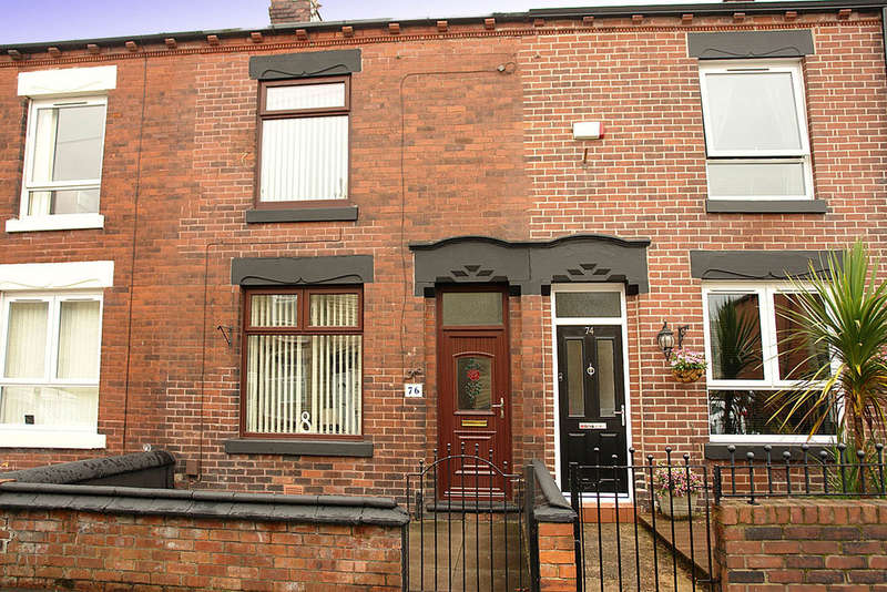 2 Bedrooms Terraced House for sale in 76 Oak Street, Shaw, Oldham