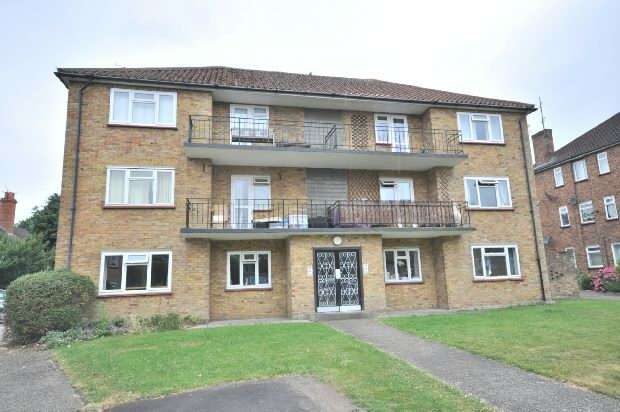 2 Bedrooms Flat for sale in Courts Road, Earley, Reading