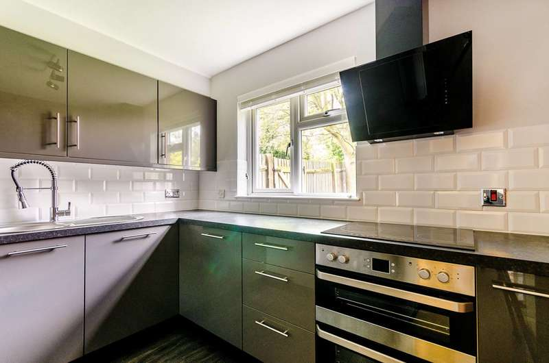 1 Bedroom Flat for sale in Sterling Gardens, New Cross, SE14