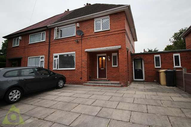 3 Bedrooms Semi Detached House for sale in Townsfield Road, Westhoughton, Bolton, BL5 2PA