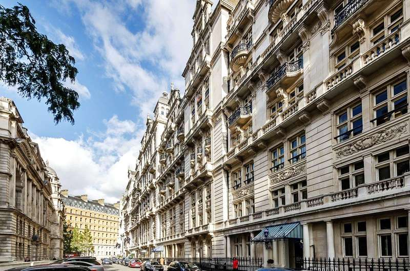 2 Bedrooms Flat for sale in Whitehall Court, London, SW1A