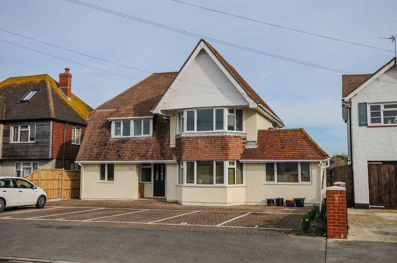 1 Bedroom Flat for sale in Flat 6, Borthwick House, Longlands Road, East Wittering, PO20