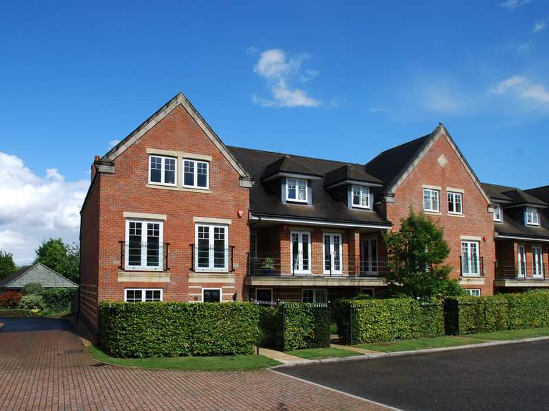 4 Bedrooms Town House for sale in St Joseph's Mews, Beaconsfield, HP9