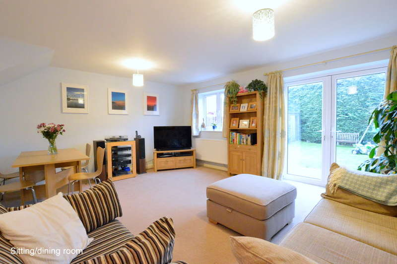 3 Bedrooms Semi Detached House for sale in Castle Drive