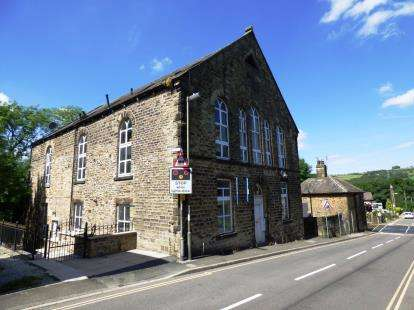 2 Bedrooms Flat for sale in Station Road, Furness Vale, High Peak