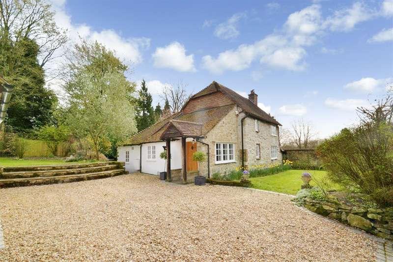 3 Bedrooms Detached House for sale in Rockshaw Road, Merstham, Surrey, RH1 3DB