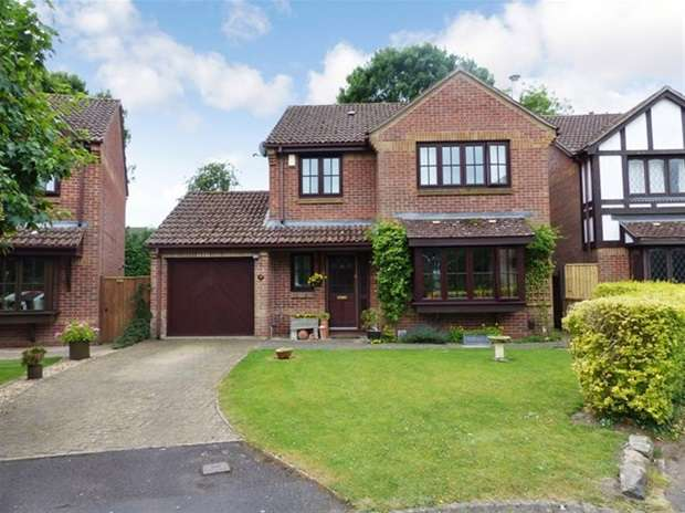 4 Bedrooms Detached House for sale in Canons Close, Warminster