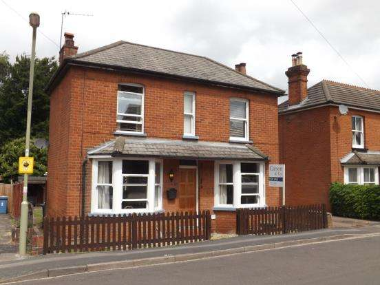 2 Bedrooms Detached House for sale in Fleet