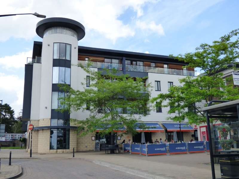 2 Bedrooms Flat for sale in The Gallery, Abbey End, Kenilworth
