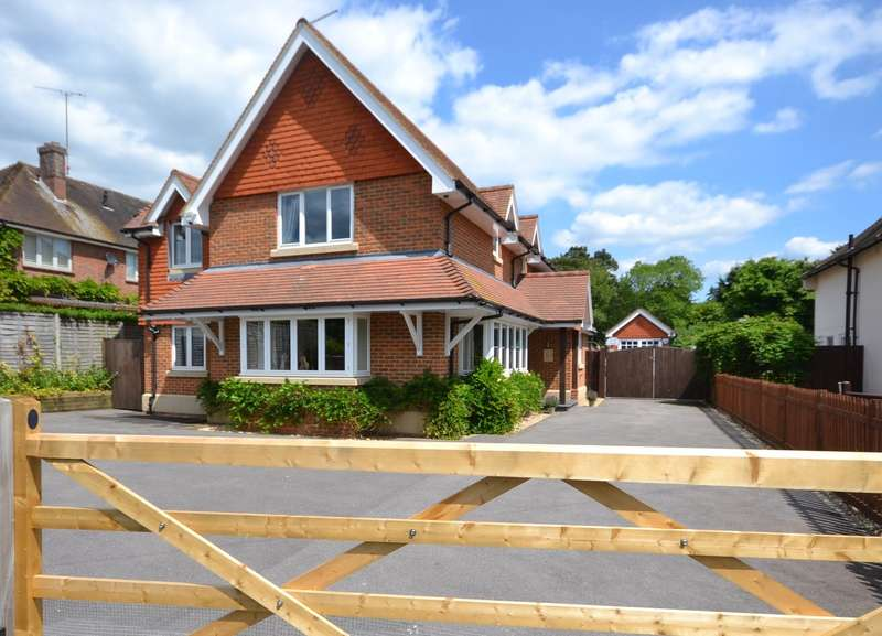 4 Bedrooms Detached House for sale in Tilford