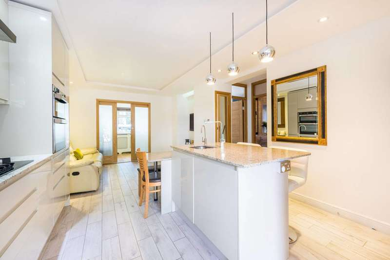 3 Bedrooms Maisonette Flat for sale in Oxford Road North, Chiswick, W4