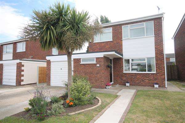 3 Bedrooms House for sale in Flatford Drive, Clacton on Sea