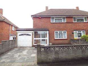 2 Bedrooms Semi Detached House for sale in Arnhem Drive, New Addington, Croydon