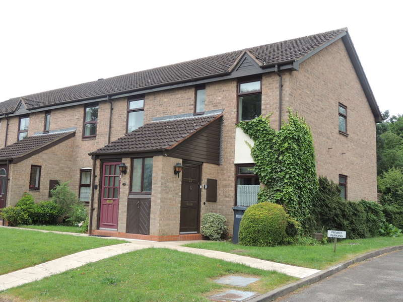 2 Bedrooms Flat for sale in Poplar Road, Dorridge, Solihull