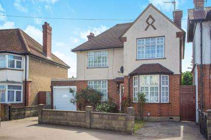 3 Bedrooms Detached House for sale in Hagden Lane, Watford, Hertfordshire