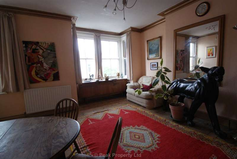 3 Bedrooms Flat for sale in Westcliff On Sea