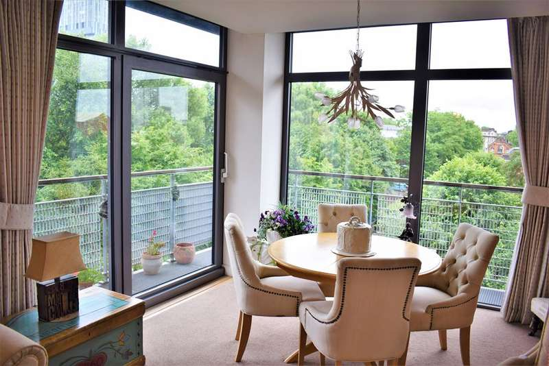 2 Bedrooms Apartment Flat for sale in Rossetti Place, 2 Lower Byrom Street, Manchester, M3 4AN