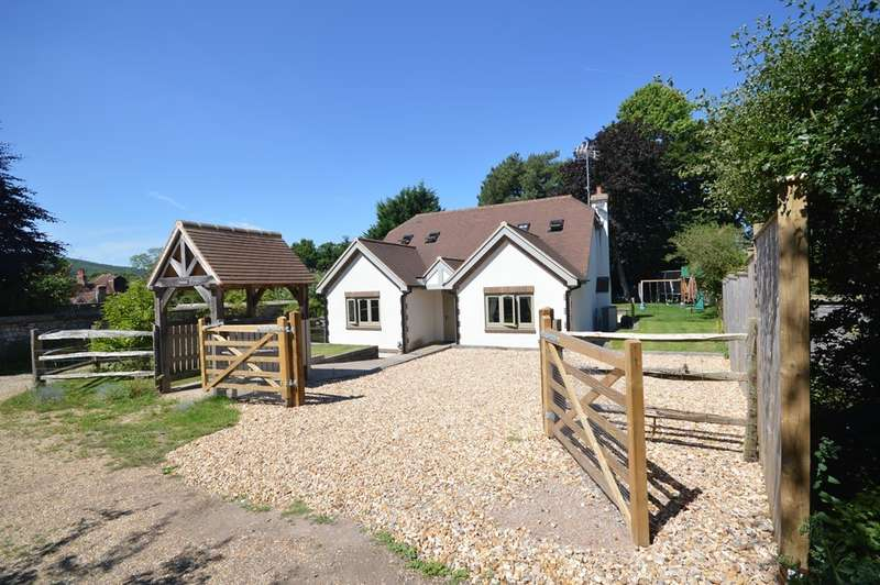 3 Bedrooms Detached House for sale in Wisborough Lane, Storrington, RH20