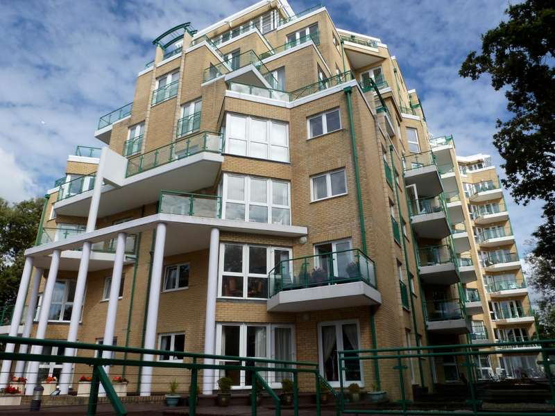 2 Bedrooms Flat for rent in Dunholme Manor, Manor Road, Bournemouth