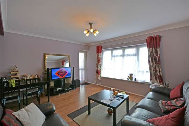 2 Bedrooms Flat for sale in Gauntlett Court, WEMBLEY, Middlesex