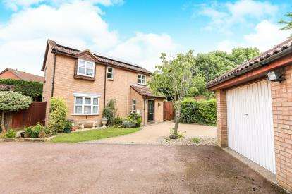 4 Bedrooms Detached House for sale in Sanderling Close, Letchworth Garden City, Hertfordshire, England