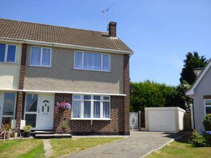 3 Bedrooms Semi Detached House for sale in Thundersley, Essex, Uk