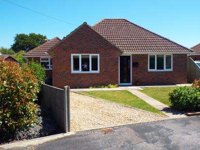 3 Bedrooms Bungalow for sale in Stubbington, Fareham, Hampshire