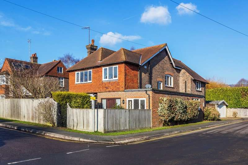 4 Bedrooms Detached House for sale in Beatrice Road, Oxted