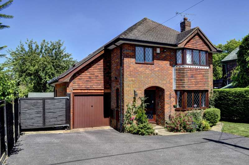 5 Bedrooms Detached House for sale in Naphill