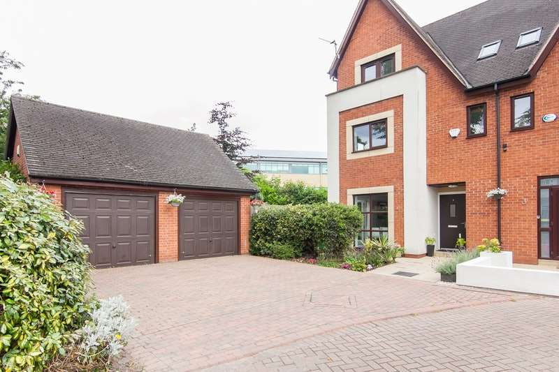 4 Bedrooms Semi Detached House for sale in Derwent Avenue, Manchester, Greater Manchester, M21