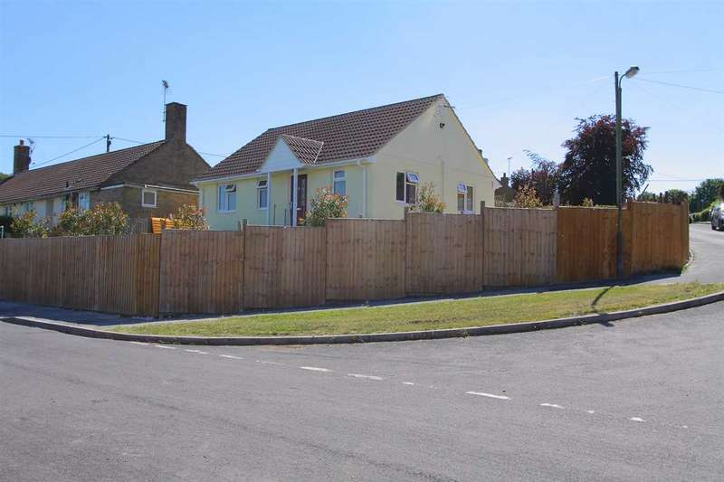 2 Bedrooms Bungalow for sale in Hawthorn Road, Tidworth