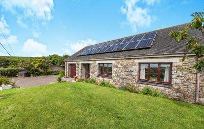 2 Bedrooms Bungalow for sale in Newmill, Penzance, Cornwall