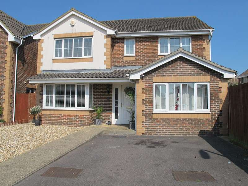 5 Bedrooms Detached House for sale in Fitzroy Drive, LEE ON THE SOLENT
