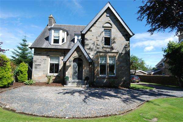 4 Bedrooms Detached House for sale in Speybank, 52 Dalry Road, Kilwinning