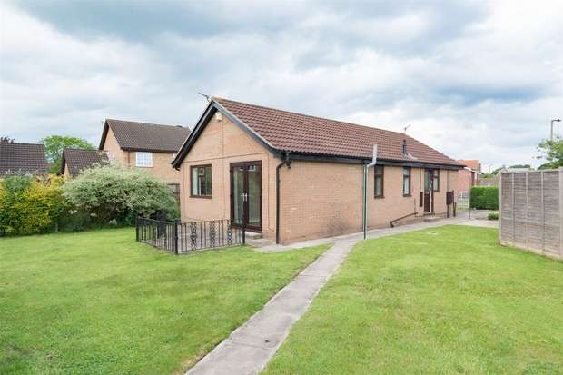 2 Bedrooms Detached Bungalow for sale in Wheatcroft, Strensall, YORK