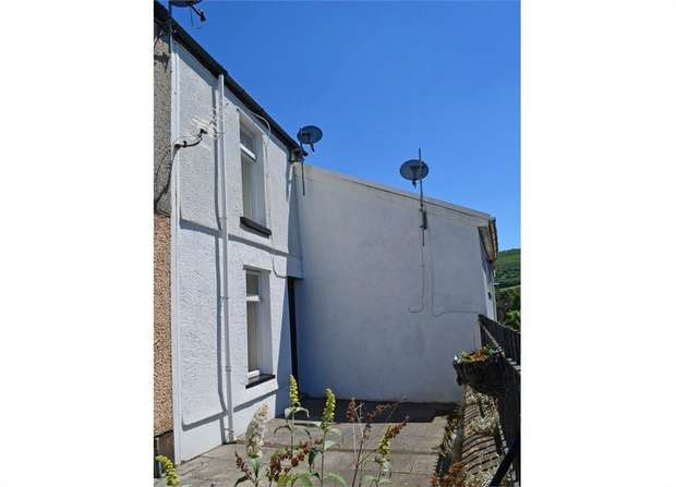 2 Bedrooms End Of Terrace House for sale in Ystrad Road, Pentre, Mid Glamorgan