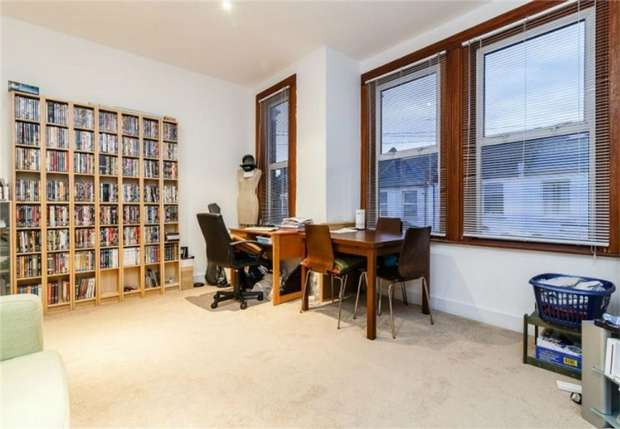 1 Bedroom Flat for sale in Hiley Road, Kensal Rise, London